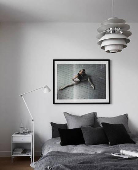 Une chambre à coucher noir et blanc